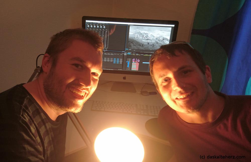 Die beiden Waldgeister Timo Schaub und Raff Fluri beim Schnitt des Trailers.