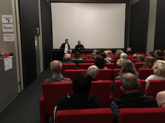 Joachim Wossidlo und Raff Fluri vor Filmbeginn im KiWi Kino Bad Wildbad.