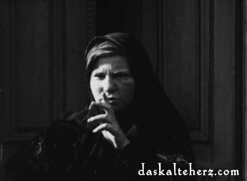 """Pssst! Juana Sujo als Munk's Mutter in """"Das Kalte Herz"""""""